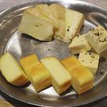 54768402 - チーズ盛り合わせ 1000円