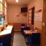 家庭食堂美食楼 - カウンター席、カップル席2席あり