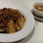 京華飯店 - 牛肉あんかけ炒飯