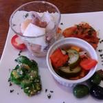 アーセンプレイス - ランチの前菜(隠れてますが、全部で8種類あります)