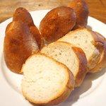 54770608 - 黒毛和牛のビーフシチュー 980円 のパン大盛り