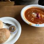 レストラン シラカバ - 「ボルシチ」(1,000円)とパン(200円)