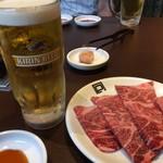 54771849 - 生ビール380円と近江牛赤身特選1380円