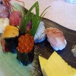 54772268 - 寿にぎり寿司                       アワビ、赤貝、