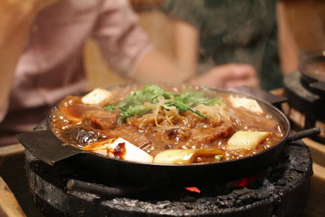 太田なわのれん - ぶつ切り牛鍋