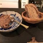 いなさ - いのしし肉のリエット。パンも自家製でもっちりして美味。