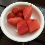 ドーミーイン - カットすいかがありました。プチトマトと一緒にデザートです。