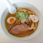マルエス食堂 - 白湯正油拉麺(700円)