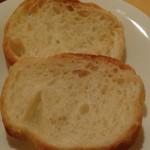 イタリアン居酒屋 にんたま屋台 - 激辛の濃厚レバーと砂肝のアヒージョについてくるパン(激辛祭り)2016年8月来店