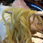 54781472 - 豚骨醤油ラーメン 麺アップ
