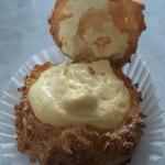 シュクルボワ - シュークリーム、カスタードクリームは甘過ぎず美味しい。