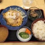 和ごはん一献 丸屋 - 日替わりランチの「カツ煮定食」972円(税込)