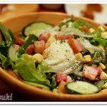 54788775 - 炙りカリカリベーコンと温玉のシーザーサラダ