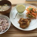 「家」+Cafe - 選べるデリ3品@972(にんじんサラダ、枝豆豆腐、タンドリーチキン)
