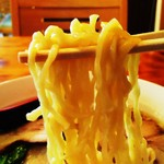 双龍園 - 麺は中華縮れを使用