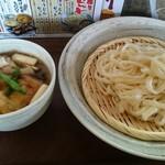 作左ェ門 - 肉汁うどん(中盛) 880円