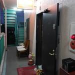 カトマンド - 入口はマンションの一室風
