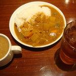 東京バーグ - カレーと味噌汁とドリンクを取って来ました
