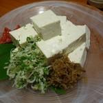 和菜蔵 椿屋 - ちりめんやっこ 薬味がけ627円