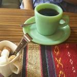 コレクトウィズカフェ - オリジナルブレンドコーヒー(ホット) ジェードカラーのミルクグラスで。