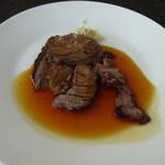 ラ ヴェラ - ローストビーフ。残念ながら、旨みなく固い。これが美味しければもっと評価たかかったのだけど・・・。
