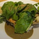 54807468 - 主菜・本日の鮮魚/浅利と麦/貝と海藻のソース