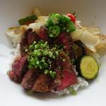 54807571 - ステーキと、野菜(玉ねぎ・ズッキーニ・オクラ・なすなど)