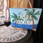 ワインの酒場。ディプント - 椰子の木とランブルスコ
