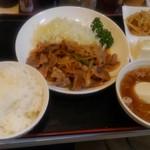 54810123 - 生姜焼き定食です。スープが半ラーメンでした。