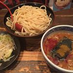 三田製麺所 - 灼熱(中盛り、辛さ2)+ちょこっと野菜