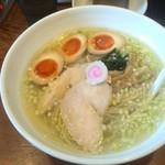 54819378 - 青森シャモロック塩鶏中華                       730円 サービスの煮卵入り