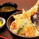 めん処 銀 - 天丼は食べるの2回目。かかっているタレがまた美味しい