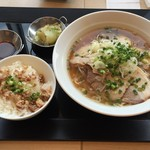 上海ドールバイワキヤ - そしてチャーシュー麺。チャーシュー飯セット