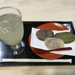 和田の屋 - 滝のやき餅(3個)とすだちジュース 740円