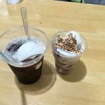 みかづき - チーフナッツ220円&コーヒーフロート260円