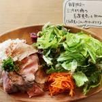 Shanties - 気まぐれプレートランチ「豚肉の紅茶煮プレート」