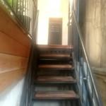カフェハヴントウィーメットオーパス - 階段の上にカフェ