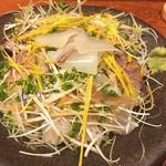 居肴屋 風来坊 - 奥能登の海鮮いしり丼は、いしり醤油に漬けた縞鯛、鯵、太刀魚、烏賊などがたっぷり載って1550円。