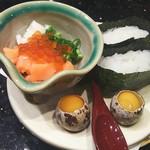 廻鮮寿司 しまなみ - 「幸せばくだん サーモン親子山芋」320円