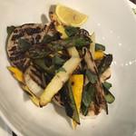 54832116 - バラエティーに富んだ厳選野菜。