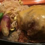 Onzoushikiyoyasutei - 『極上黒毛和牛ハンバーグ』やみつきマッシュポテト添え+チーズトッピング(1300+200円)