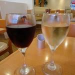 CASA - グラスワイン赤と白。