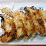 西谷家 - Aセット(¥300)の焼餃子。
