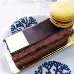 パティスリー ソルシエール - ムースショコラ。洋酒が効きすぎて無くてお子さんでも食べられると思います。程よい甘さでおいしかったです。