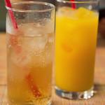 クニオミ - ジンジャーエール790円 100%果汁オレンジジュース760円