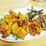 お食事処 玉子屋 - 鶏の唐揚と焼きそばのセット \950
