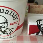 ケンタッキーフライドチキン - お盆バーレル(チキン10ピース・カーネリングポテト大)と55万人クーポンのお試しポテト