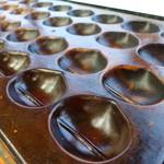54847315 - 栗の鋳型の銅板