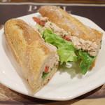 PAUL - アンシェン・トン(561円) フランスパンにツナ、レタス、トマト