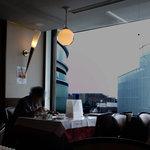 銀座 鳳鳴春 - 大きなガラス窓からの展望